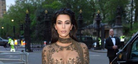 Kim Kardashian vuelve a hacer que suban las temperaturas en la fiesta de los 100 años de Vogue con un diseño de Peter Dundas para Roberto Cavalli