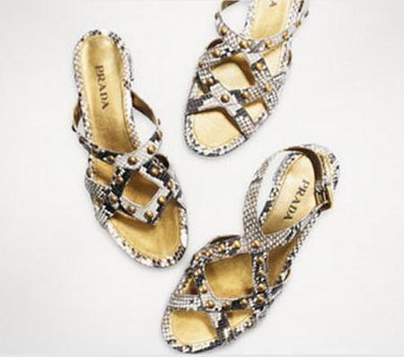 Sandalias planas Prada, la excepción