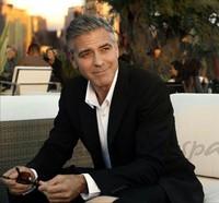 Ay George Clooney, que cuando se compra un anillaco hay que hacerlo bien...