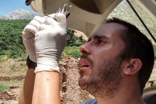 Jorge Doña, el biólogo español que busca en las plumas de los pájaros los secretos de la evolución