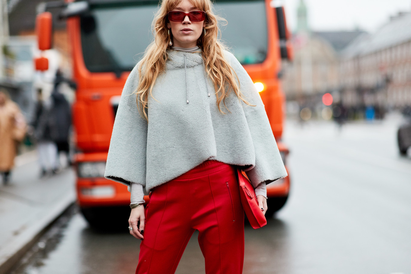 59e29914ce Cómo combinar un pantalón rojo para triunfar con tu look