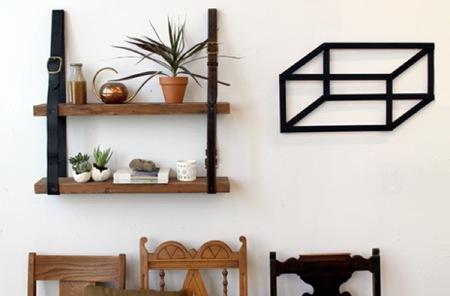 Recicladecoración: una estantería hecha con cinturones