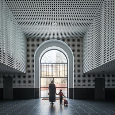 La rehabilitación del antiguo Mercado Central de Melilla ha dado lugar a un edificio capaz de fomentar la convivencia, la multiculturalidad y la diversidad identitaria