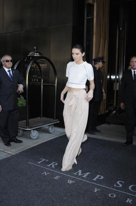 ¿Cómo lucir unos pantalones palazzo? Kendall Jenner & Cía. nos aportan ideas