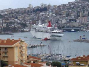 Crucero encallado en Turquia