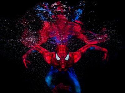 Ken Kiefer ha tomado estas geniales fotos de un Spiderman ingrávido