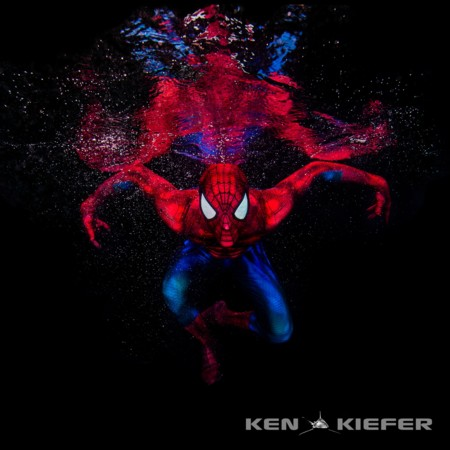 Ken Kiefer ha tomado estas geniales fotos de un Spiderman ingrávido