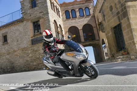 La Honda NSS300 Forza llega a los concesionarios