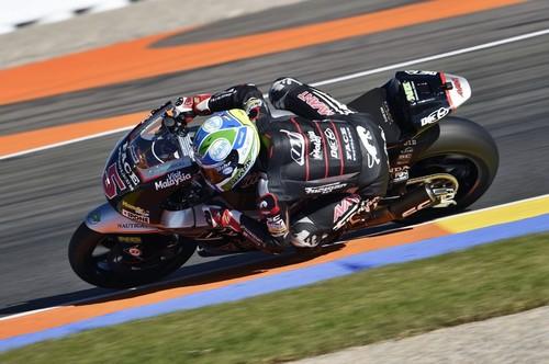 Johann Zarco impone su ley en la mejor carrera del año en Moto2