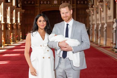 Meghan Markle y el Príncipe Harry posan por primera vez junto a su hijo, Archie Harrison