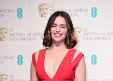 Emilia Clarke es la mujer de rojo en los Premios BAFTA 2016