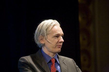 """Australia confisca el pasaporte al fundador de WikiLeaks por parecer """"muy usado"""""""