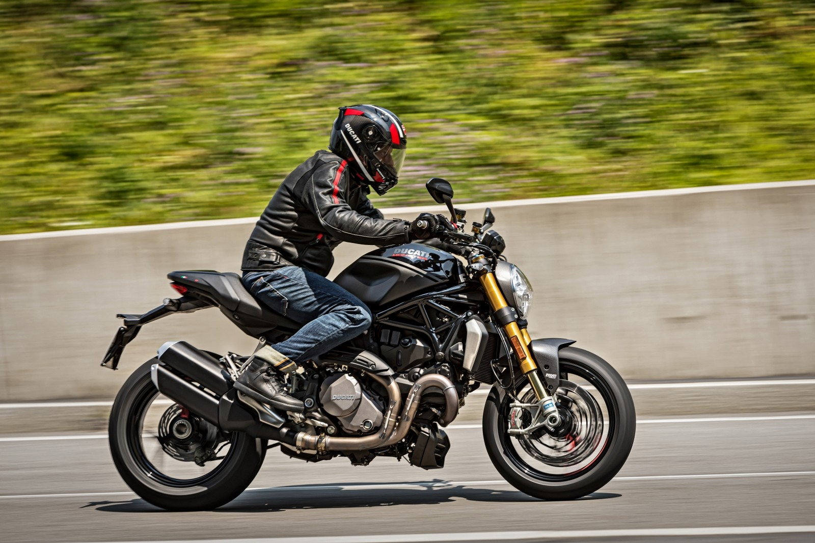 Foto de Ducati Monster 1200 S 2020 color negro (63/68)
