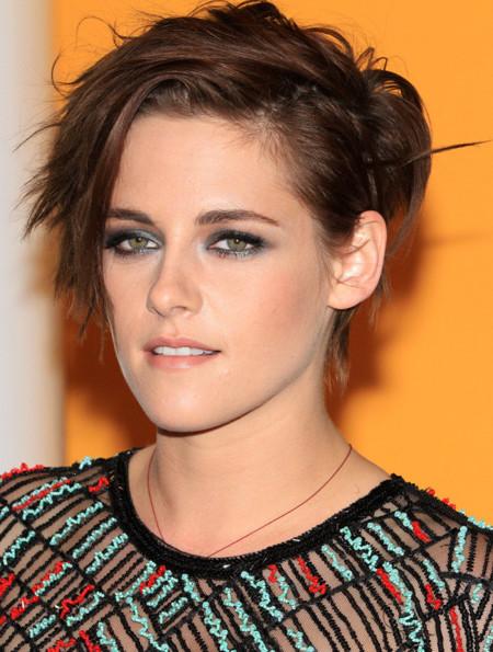 Kristen Stewart 'moderniza' su look en corto