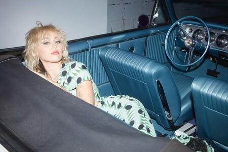 Miley Cyrus abandona el mullet y se hace la permanente rizada que amaban las madres en los 80's