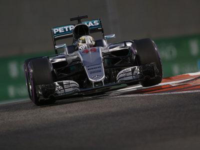 Lewis Hamilton se resiste y marca la pole en el GP de Abu Dabi de F1
