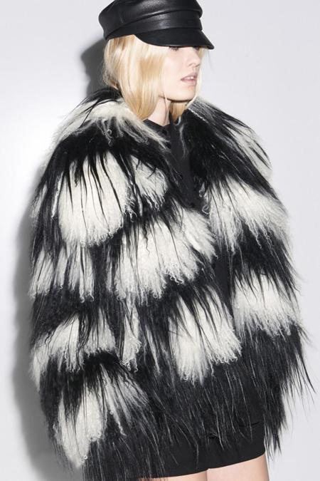 Clonados y pillados: Gucci y Suiteblanco cara a cara por un fluffy coat
