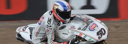 Superbikes Gran Bretaña 2012: Sylvain Guintoli vence bajo un aguacero que termina en bandera roja