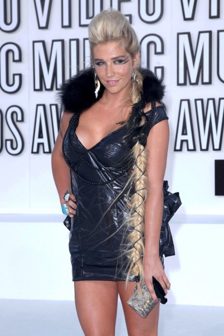 Kesha, al loro con la trenza