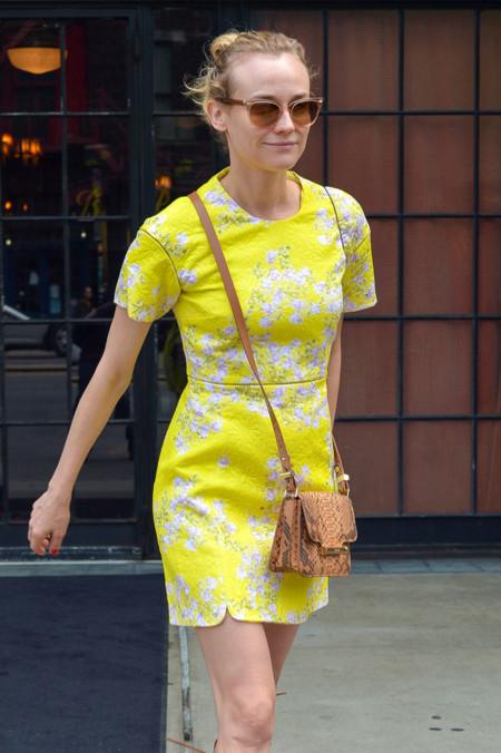 Las celebrities quieren inspirarte a vivir la primavera más amarilla con estos 11 looks