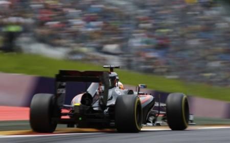 McLaren sigue sin descartar un podium en 2015