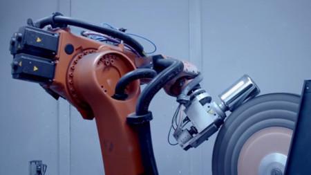 Apple invierte en robots y acuerdos ventajosos para mejorar sus fábricas