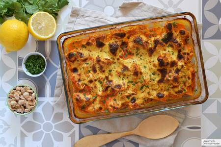 Coliflor gratinada al horno con colinabo y salsa de curry: receta suculenta para subir de categoría esta saludable verdura