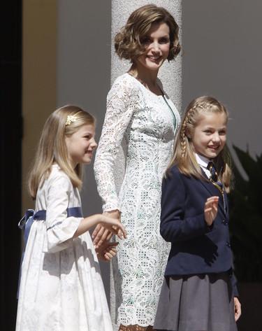 Las transparencias que revolucionan las sandalias de la reina Letizia son 100% españolas