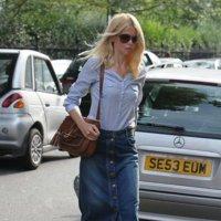 Looks & Celebrities: la falda vaquera de Claudia Schiffer