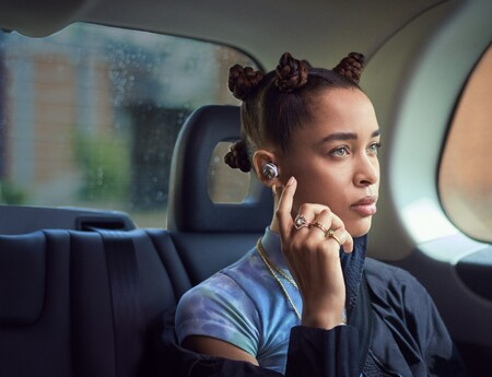 Bowers & Wilkins lanza los auriculares inalámbricos PI7 y PI5: doble driver, cancelación de ruido y emisor Bluetooth en la carcasa