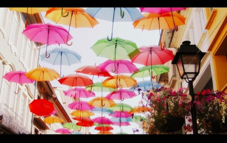 Una lluvia de paraguas en Águeda, Portugal
