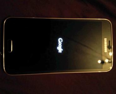 Galaxy S5 Edición Google Play posa para la cámara