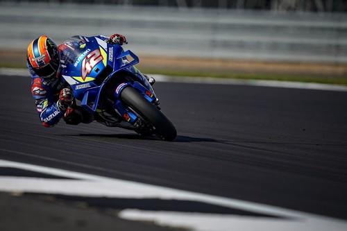 Álex Rins gana su segunda carrera de MotoGP en Silverstone tras un duelo histórico con Marc Márquez