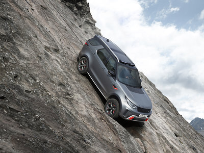 Land Rover Discovery SVX: hecho a mano, con 525 CV y ganas de todoterreno
