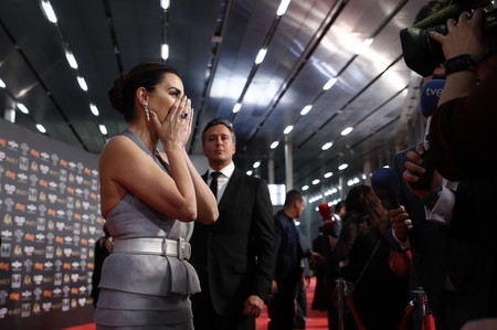 Premios Goya 2019: ¿Por qué Penélope Cruz llevaba un vestido del 2017 y Najwa Nimri ha repetido un look de una influencer?