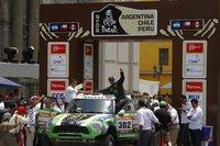 Stéphane Peterhansel y Cyril Despres se coronan en el Dakar