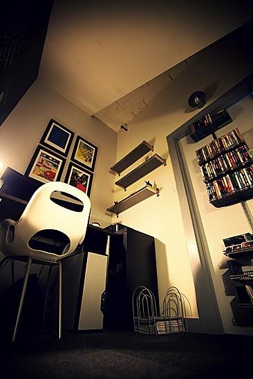 Foto de Un estudio en un armario bajo la escalera (3/4)