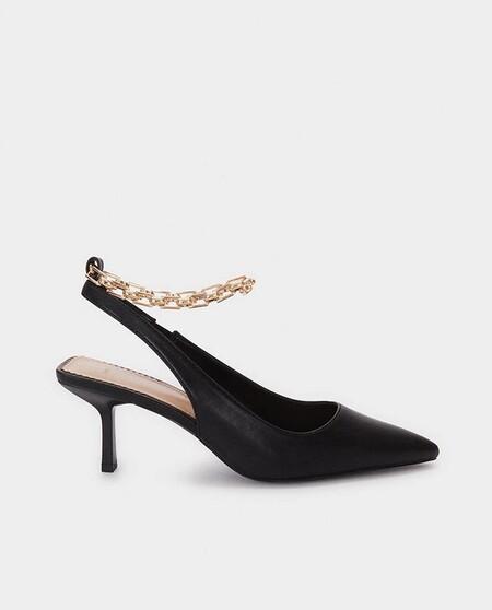 Zapatos de salón de mujer Parfois en negro con cadena