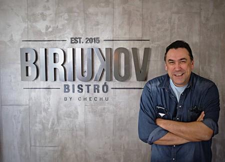 Así es el restaurante de Chechu Biriukov: el hijo de una 'niña de Rusia' que acabó ganando la Euroliga con el Real Madrid (y ahora rememora los sabores de la URSS)