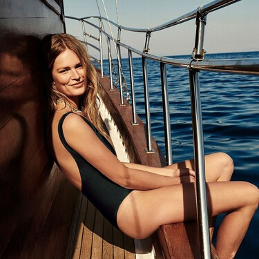 Massimo Dutti se adelanta al verano con una preciosa colección que incluye bañadores, bikinis y vestidos que nos hacen soñar con la playa