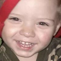 Un niño de dos años no vivirá para ver la Navidad y su familia se la adelanta con ayuda de vecinos y redes sociales