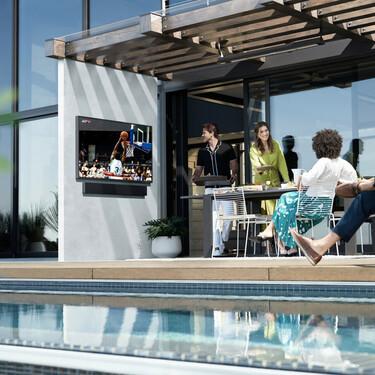 Samsung lleva el cine de verano a tu jardín: así es su televisión The terrace que puedes tener al aire libre