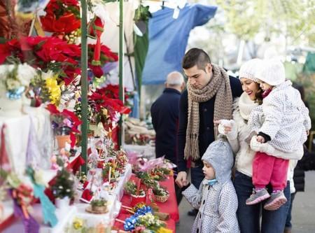 Cabalgatas, luces, escaparates... Los paseos con tu bebé van a ser especiales esta Navidad