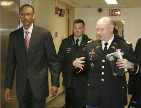 ¿César Alierta y la ex colaboradora de Sinde se seguirán sentando con Kagame?