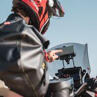 Givi presenta sus nuevos soportes para moto para que no pierdas el móvil o el GPS durante el camino