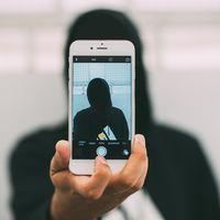 Los cibercriminales tienen un nuevo negocio: venden selfies de usuarios de todo el mundo en la Dark Web
