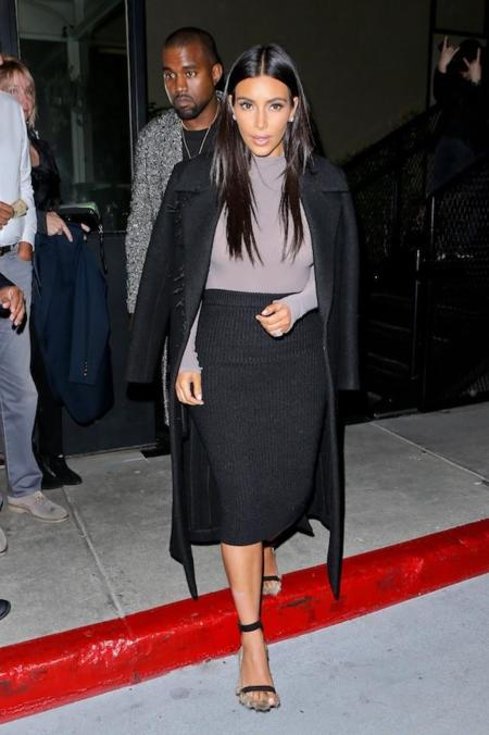 Look Kim Kardashian Negro Gris