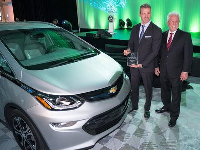 El Chevrolet Bolt sucede al Chevrolet Volt como 'Green Car of the Year 2017'