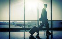 Si la maleta de mano te parece pequeña, prepárate porque las aerolíneas quieren que sea todavía menor