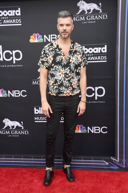 A J Gibson Lleva El Mood Tropical A La Alfombra Roja De Los Billboards Music Awards 3